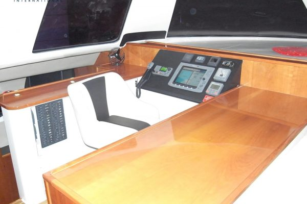 Helmstation_ATTITUDE G-Force 1500 Catamaran - Schionning Designs